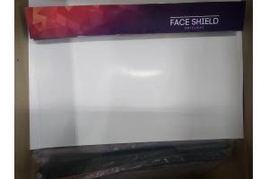 Защитная маска рубинового цвета